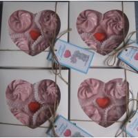 Коробка для пряника,конфет,бижутерии.Размер 150*150*35 мм.,с окошком-сердце
