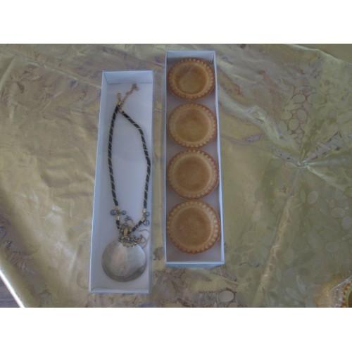 Картонная коробка с прозрачной крышкой,размер 300*70*30